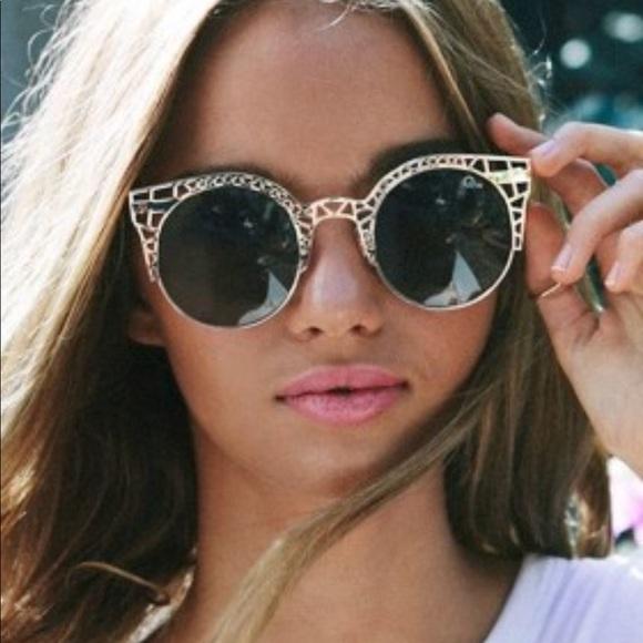 bdc9b7b1931 Quay Fleur Sunglasses. M 5a70ce963b1608badd827076